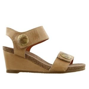 Taos Carousel wedges in classy taupe!